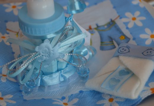 Baptême: qu'offrir à son/sa filleul(e)?