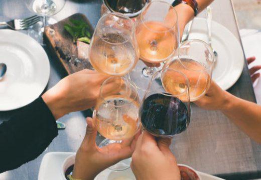 Nos idées de vin à offrir pour une pendaison de crémaillère