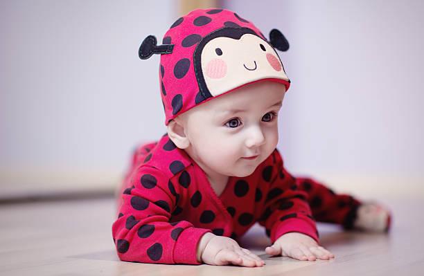 Bébé de 9 mois déguisé en coccinelle